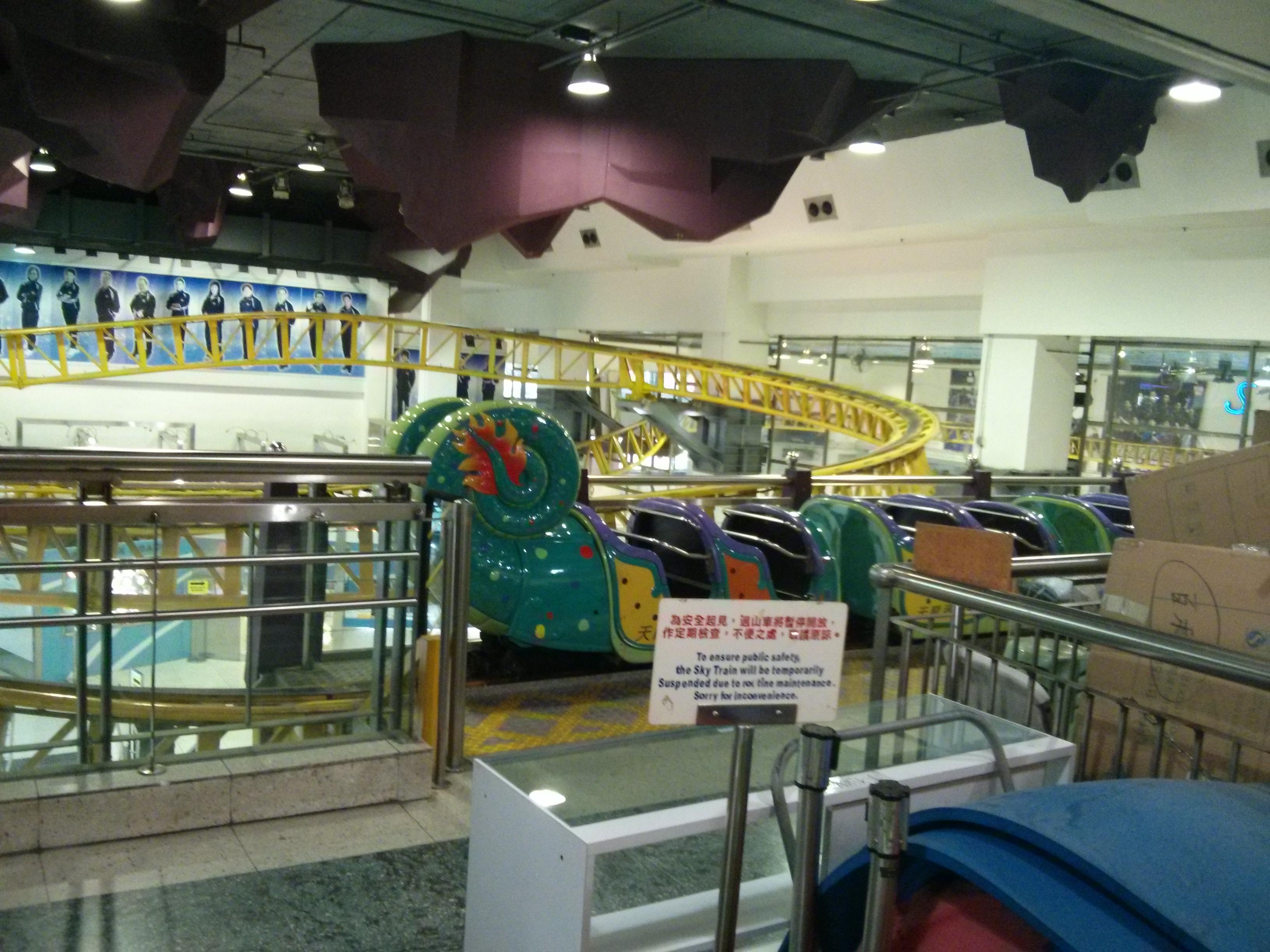 Achterbahn im Einkaufszentrum