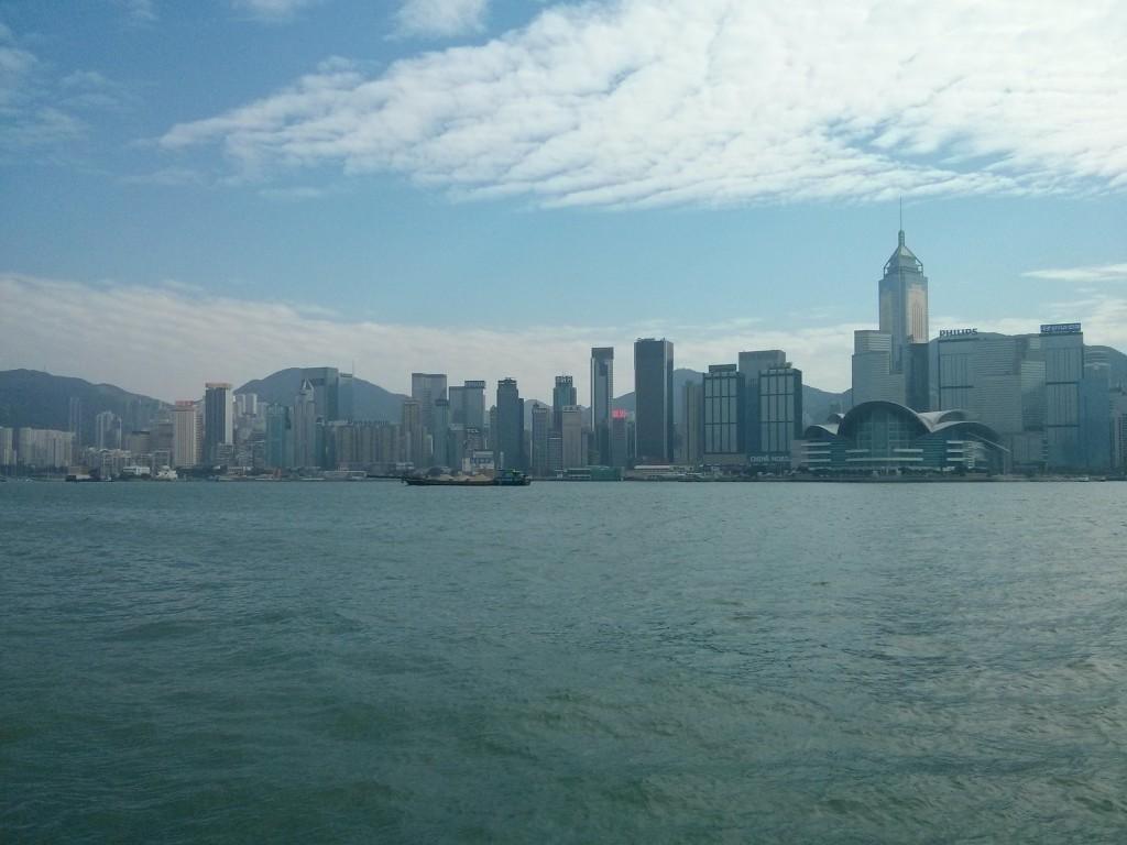 Der Hafen Hongkongs vom Wasser fotografiert