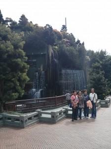 Restaurant hinter Wasserfall