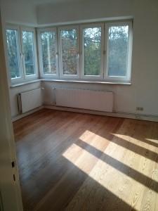 Das helle Wohnzimmer meiner Wohnung