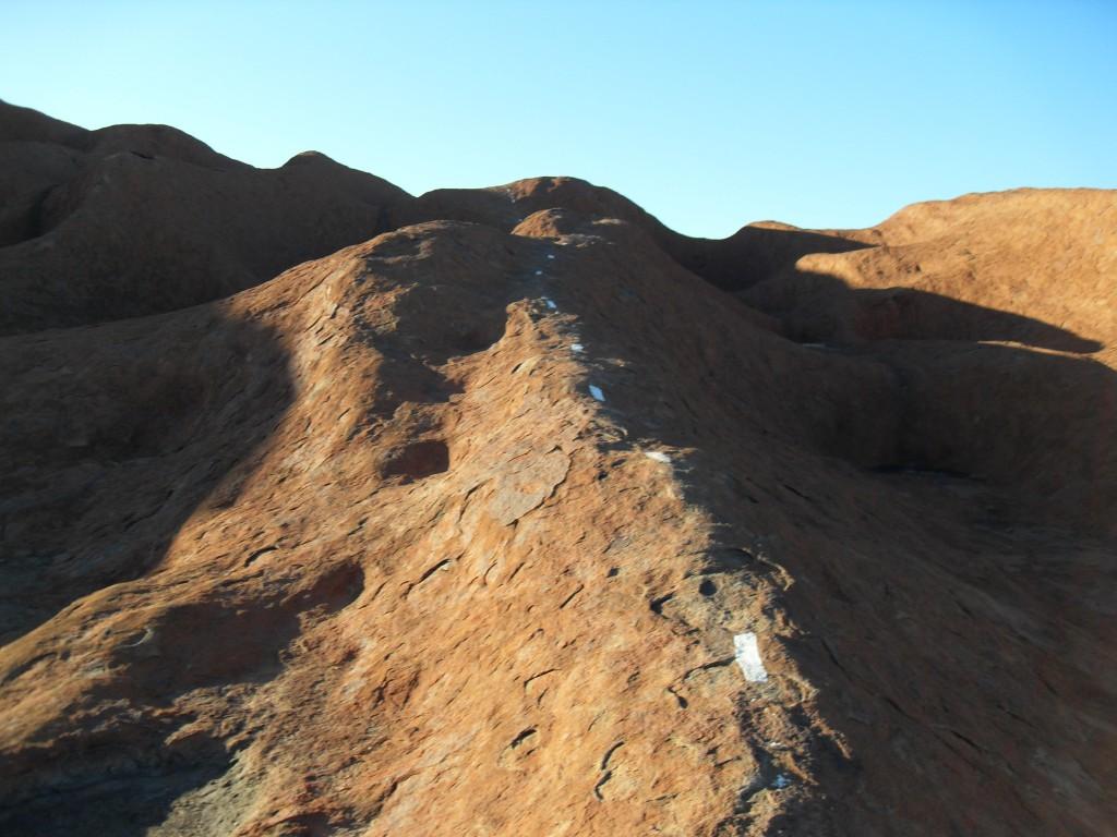 Gestrichelte Linie Ayers Rock Uluru Australien