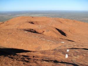 Gestrichelte Linie oben auf dem Ayers Rock Uluru Australien (Reisetagebuch Australien: Auf dem Ayers Rock)