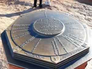 Plakette auf dem Ayers Rock Uluru Australien (Reisetagebuch Australien: Auf dem Ayers Rock)