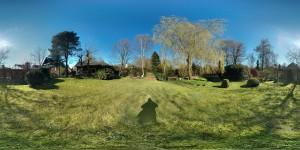 360 Grad Panorama Bild von einem Garten