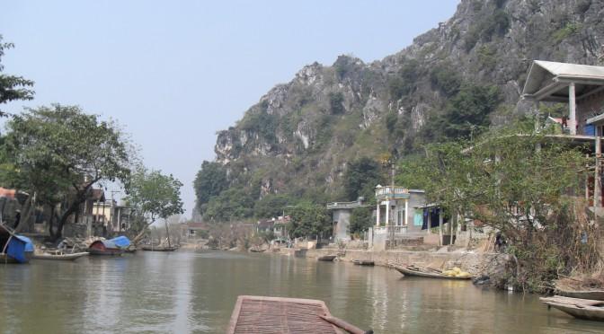 Aussicht vom Boot auf dem Fluss Ngo Dong in Vietnam