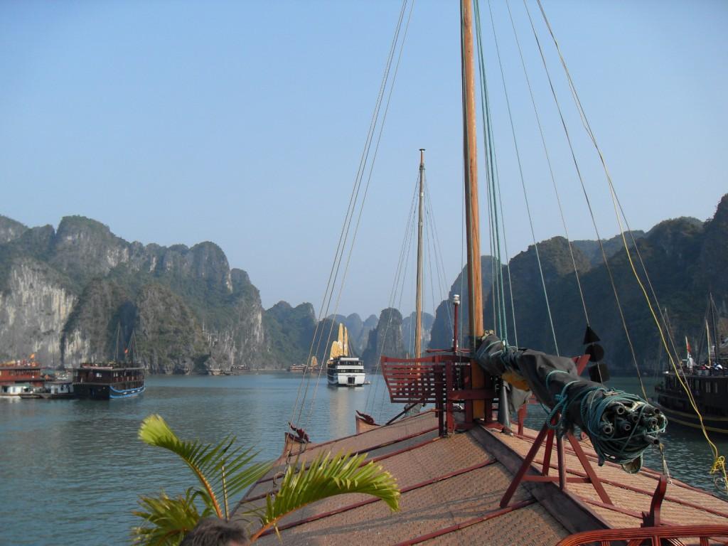 Aussicht von unserer Dschunke auf die Ha Long Bucht