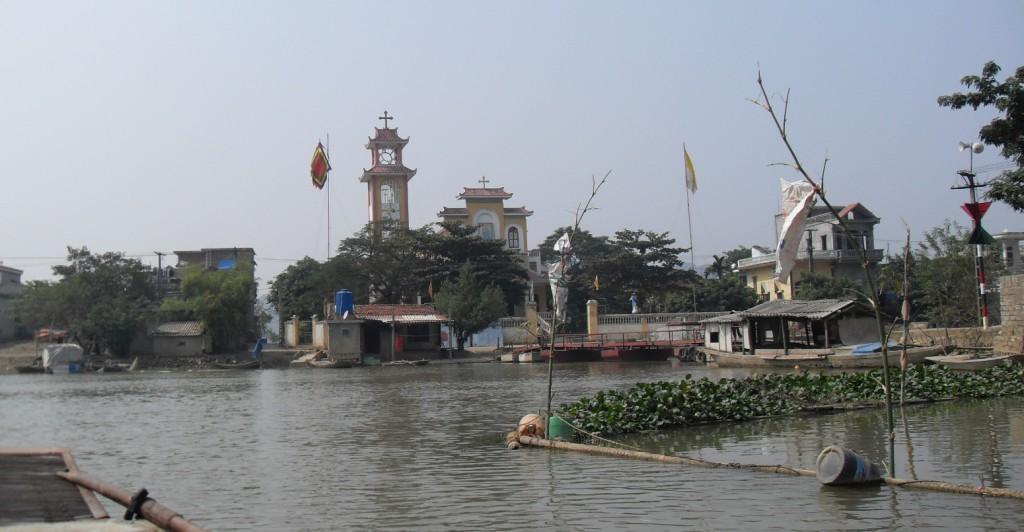 Dorf am Fluss Ngo Dong in Vietnam