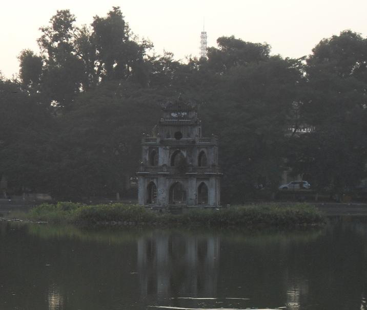 Hanoi Schildkroeten Turm im Hoan Kiem See