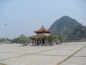 Kleiner Tempel in Hoa Lu in Vietnam (Reisetagebuch Vietnam: Auf dem Ngo Dong und in der trockenen Halong Bucht)