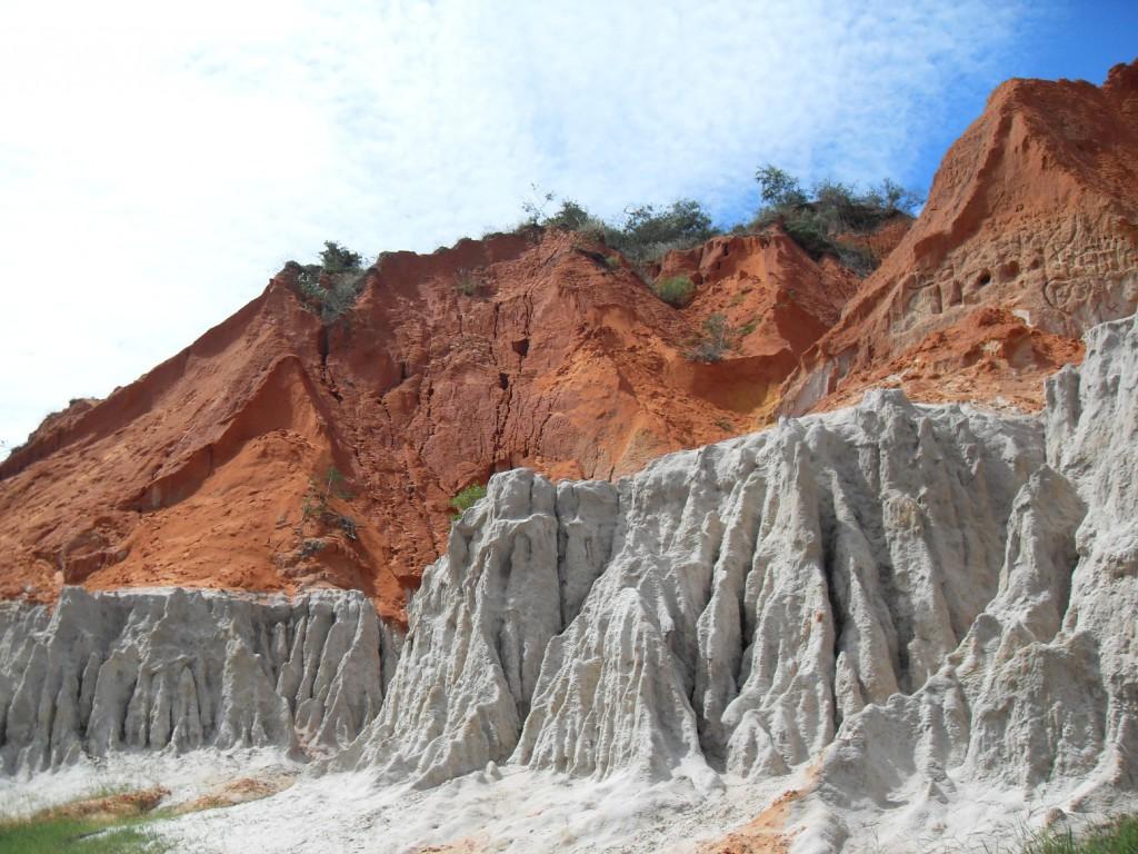Im Cayon von Mui ne - rote Steine und Karstgestein