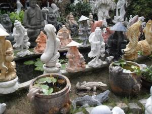 Statuen in den den Werkstätten in den Marmor Berge bzw. Marbel Mountains nahe Da Nang