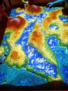 Projektion von Höhenmetern auf Sandfläche auf dem 32C3 Chaos Communication Congress