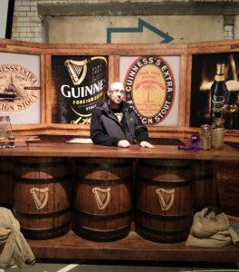 Bar im Guinness Storehouse in Dublin Knoten-Knut