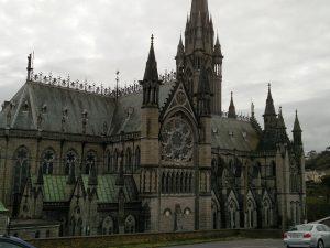 Cathedrale in Cobh (Folge dem weißen Kaninchen oder auch: Was haben die zwei Türme von Lismore mit der Titanic zu tun?)