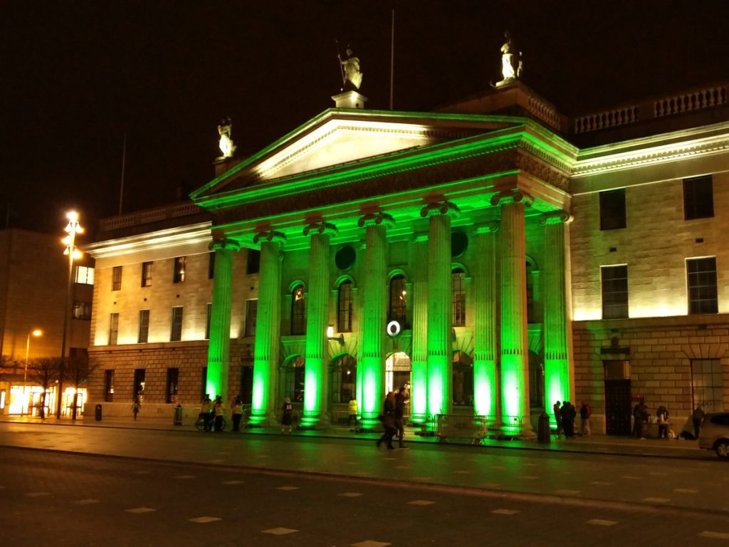 General Post Office in Dublin Irland bei Nacht