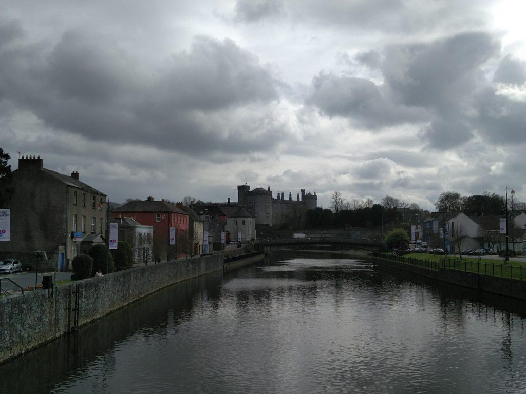 Blick auf Killkenny Castle in Überraschung Kilkenny