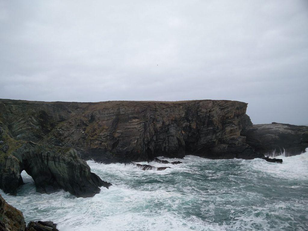 Klippen und Wellen bei Mizen Head