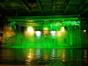 Wasserfall im Guinness Storehouse (Das Guinness Storehouse und das Gefängnis Kilmainham Gaol in Dublin)