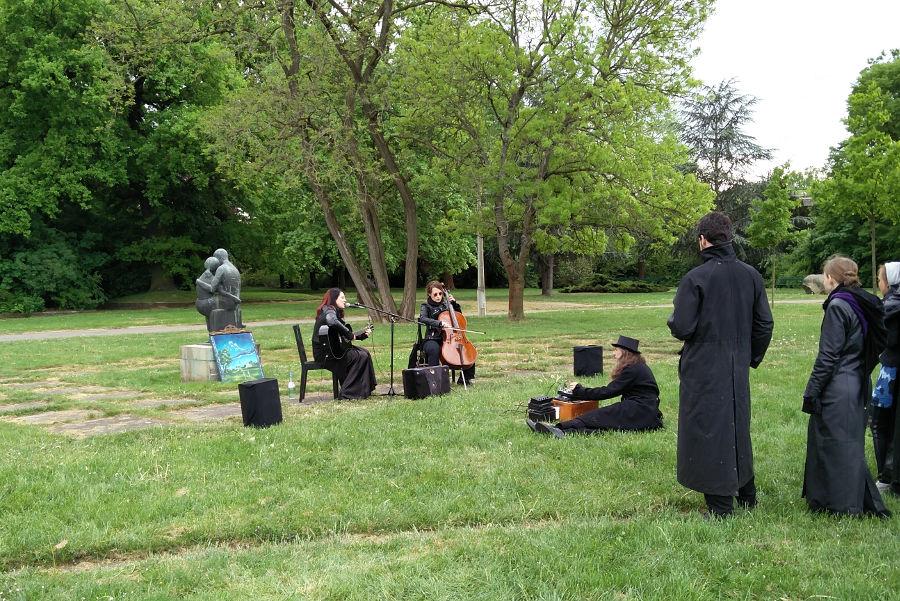 Musikalische Darbietung beim Picknick der blauen Stunde Wave Gotik Treffen 2016