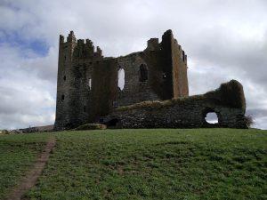 Ruine der Burg Ballycarbery Castle (Unsere Tour über den Ring of Kerry)