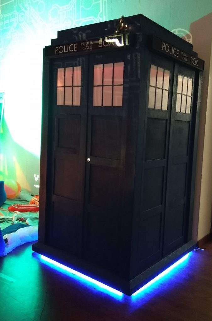 33C3 TARDIS Nachbau in Original Größe auf dem Chaos Communication Congress in Hamburg