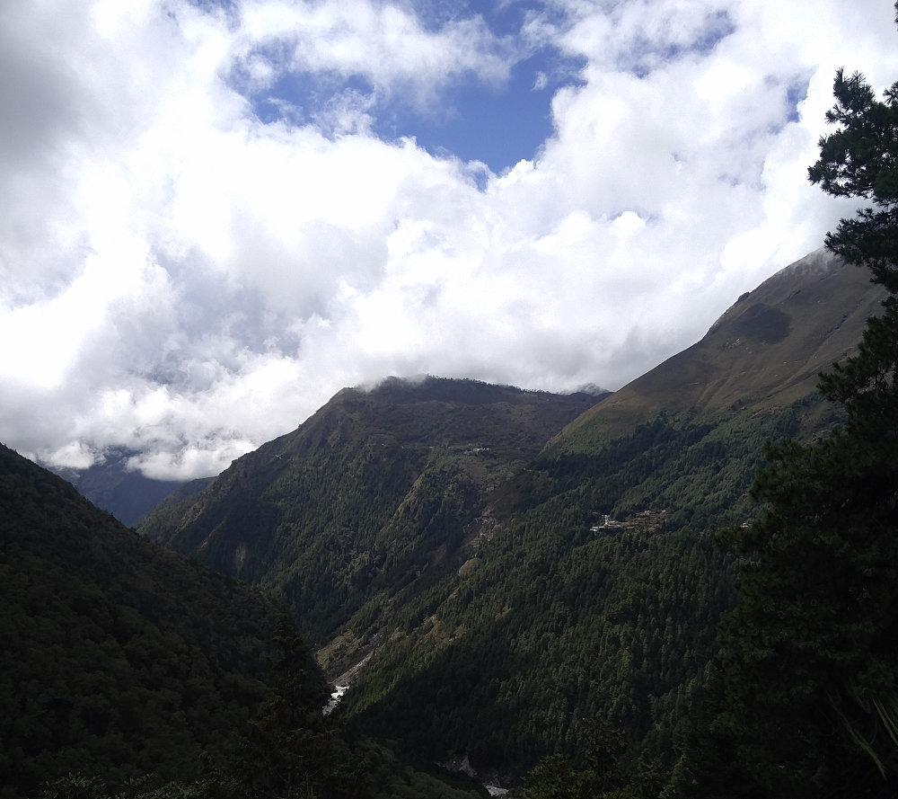 Landschaft beim Trek nach Tengboche Lodge in Nepal
