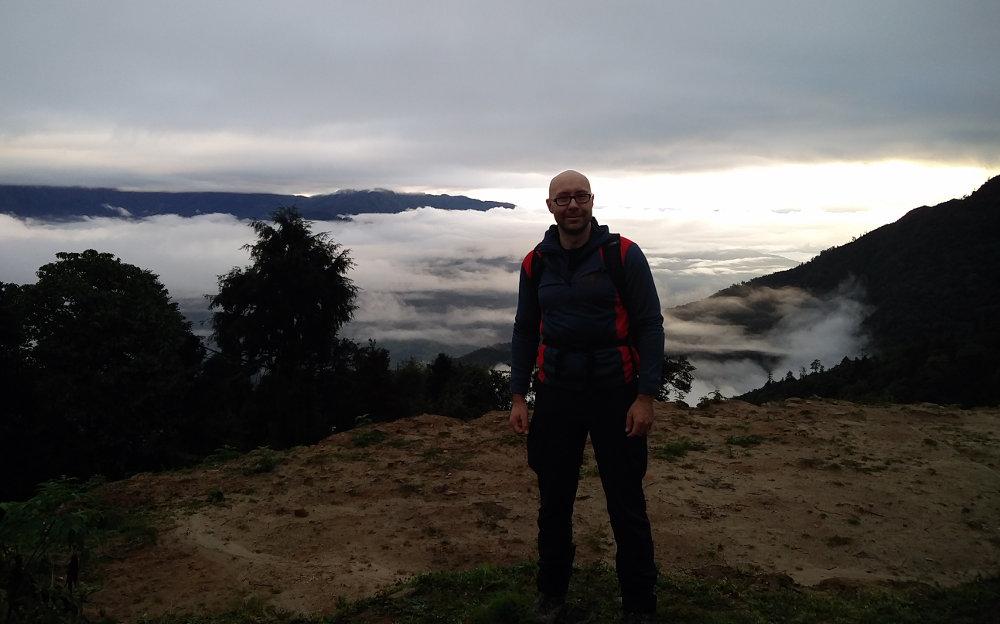 Ich vor toller Landschaft bei Takasindu in Nepal