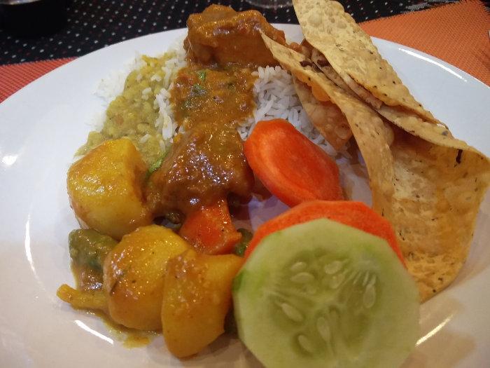 Nepalesisches Essen vom Buffet in Kathmandu