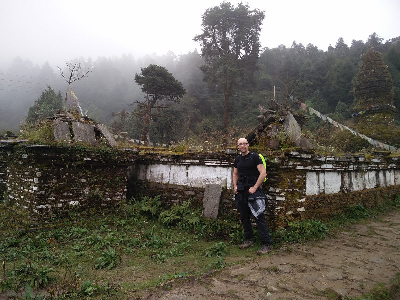 Ruine in der Naehe von Ringmo und Takasindu in Nepal