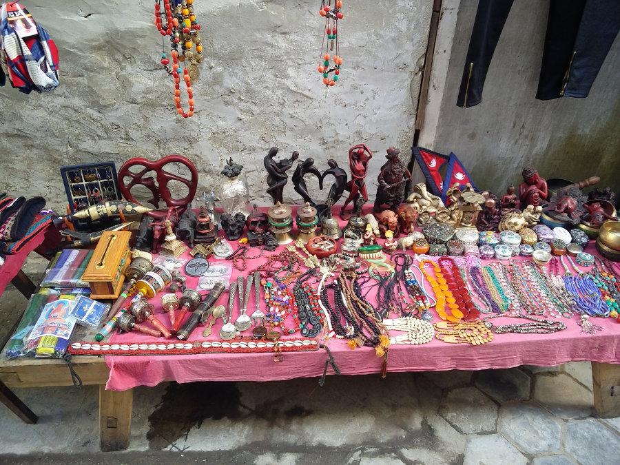 Stand mit Mitbringseln in Namche Bazar Nepal