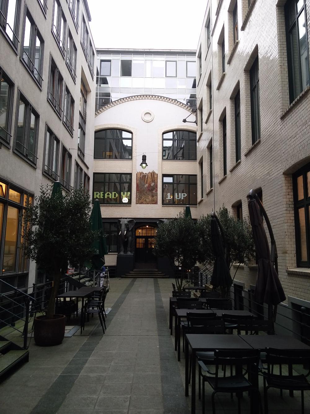 Innenhof des Afrikahauses in Hamburg Blick auf die haven5