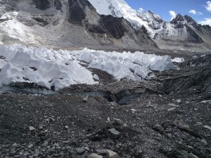 Eis beim Mount Everest Base Camp (Beim Mount Everest Base Camp in Nepal)