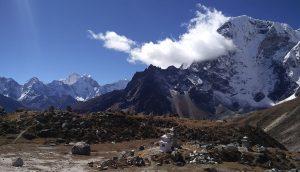Die Gedenkstätte Everest Memorial Nepal (Trek nach Lobuche)