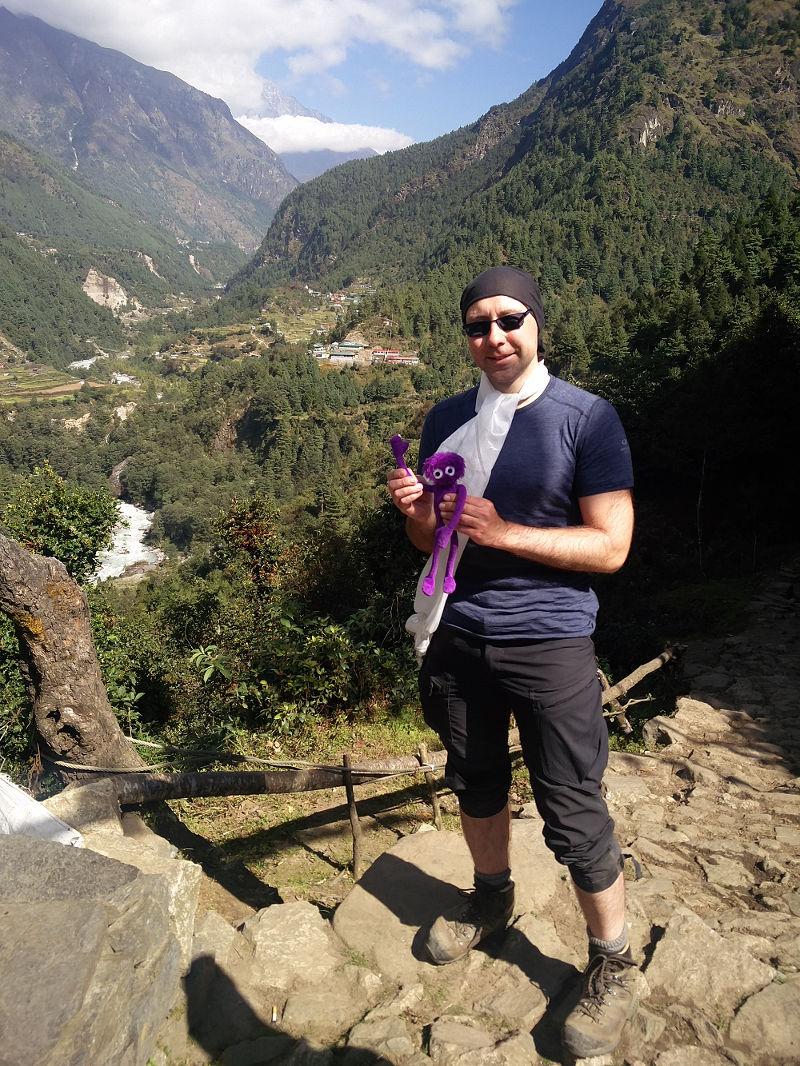 Knoten Knut und ich mit Seidenschal - Eine letzte tolle Aussicht in Nepal