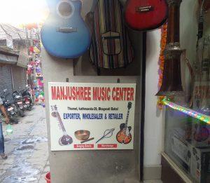Musikgeschäft in Kathmandu (Der Flughafen von Lukla und Flug nach Kathmandu)