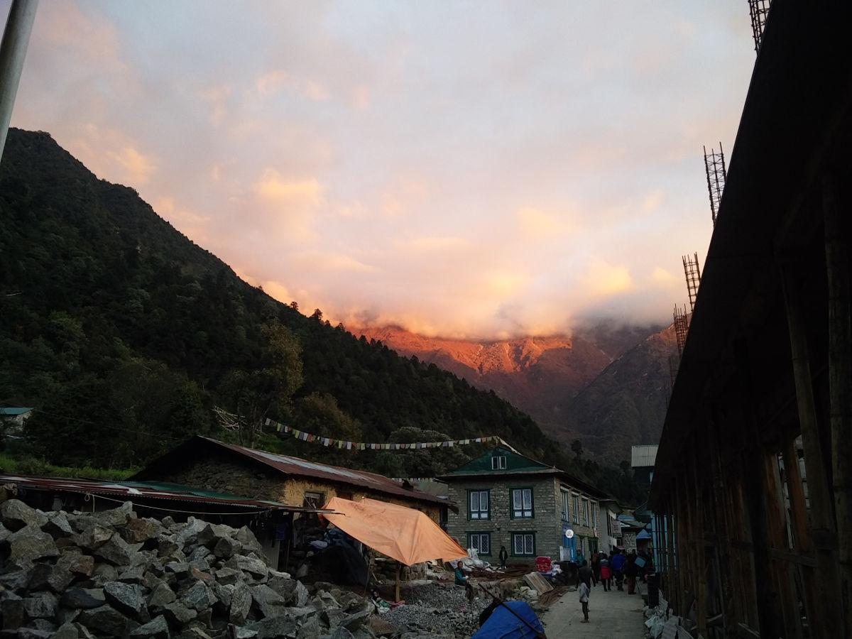 Sonnenuntergang in Lukla Nepal
