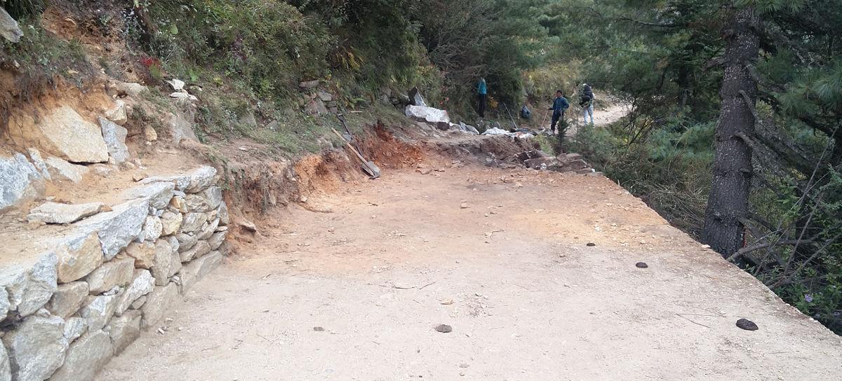 Straßenbau bzw. Wegebau in Nepal