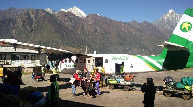 Der Flughafen von Lukla und Flug nach Kathmandu
