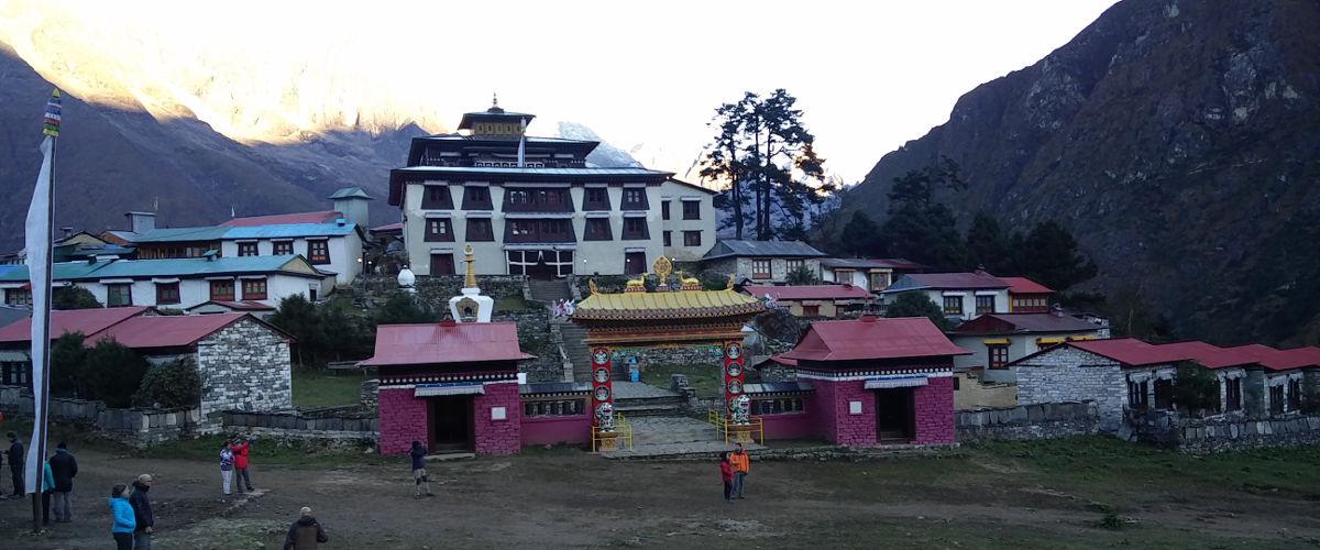 Tengboche Monastary Tempel Nepal komplette Anlage