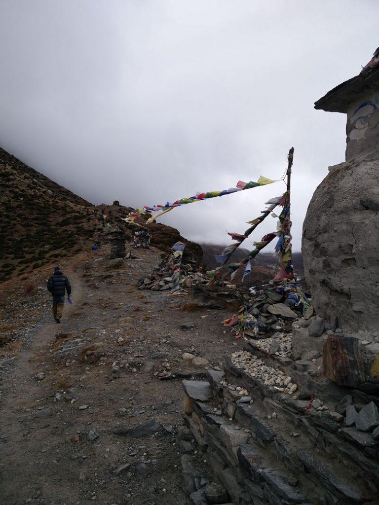 Weg nach Dugla beim Trekking in Nepal