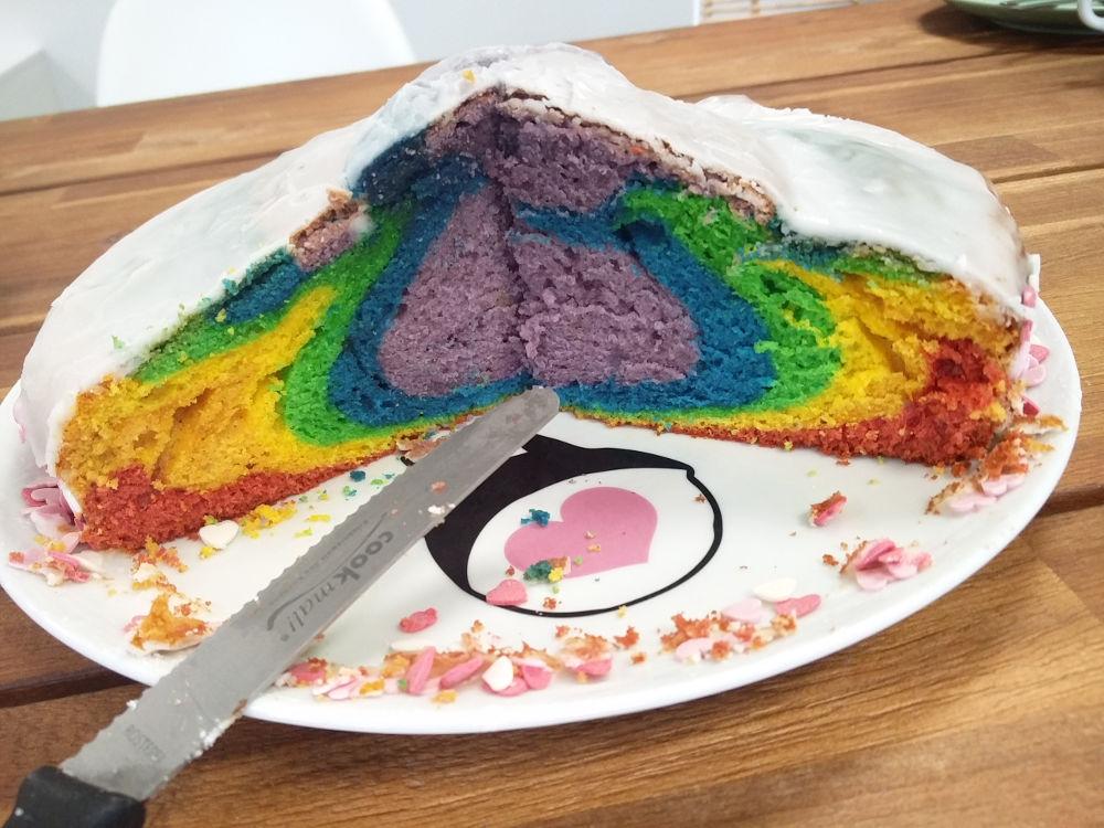 Regenbogenkuchen bzw. Einhornkuchen am ersten Tag bei der Creatistas