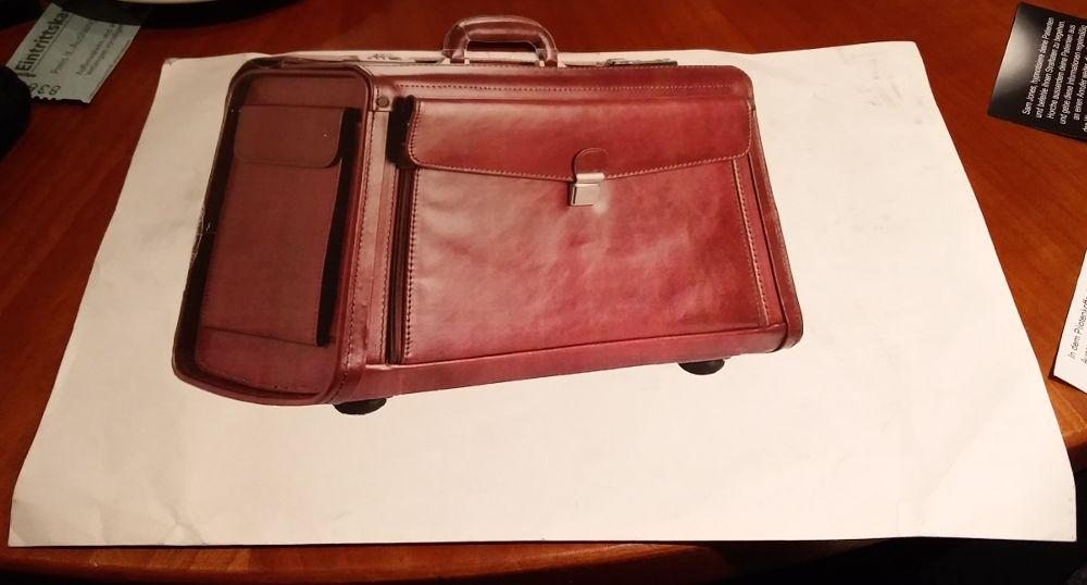 Koffer in Form eines Briefumschlages bei Cthulhu Now beim Gratisrollenspieltag 2018