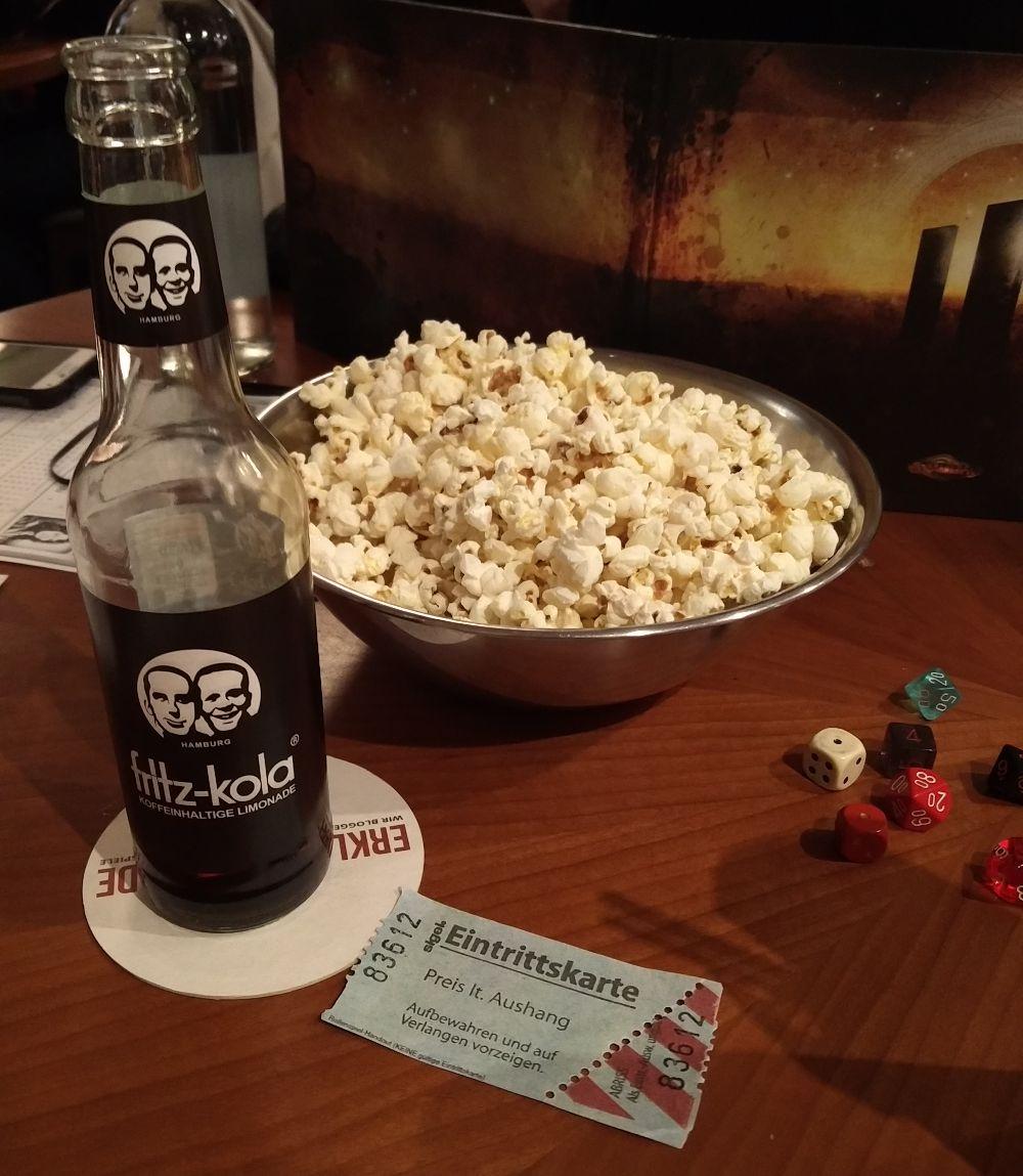Stimmung durch Popcorn und eine Kinoeintrittskarte bei Cthulhu Now beim Gratisrollenspieltag 2018 im Würfel und Zucker