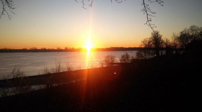 Sonnenuntergang an der Elbe in Wedel - Zweck der Existenz kurz ZDE