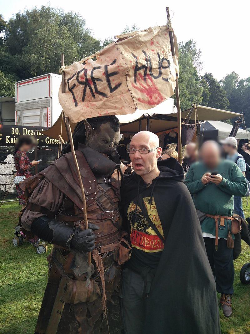Free Hugs von einem Ork auf dem MPS Öjendorf - Das große Ö