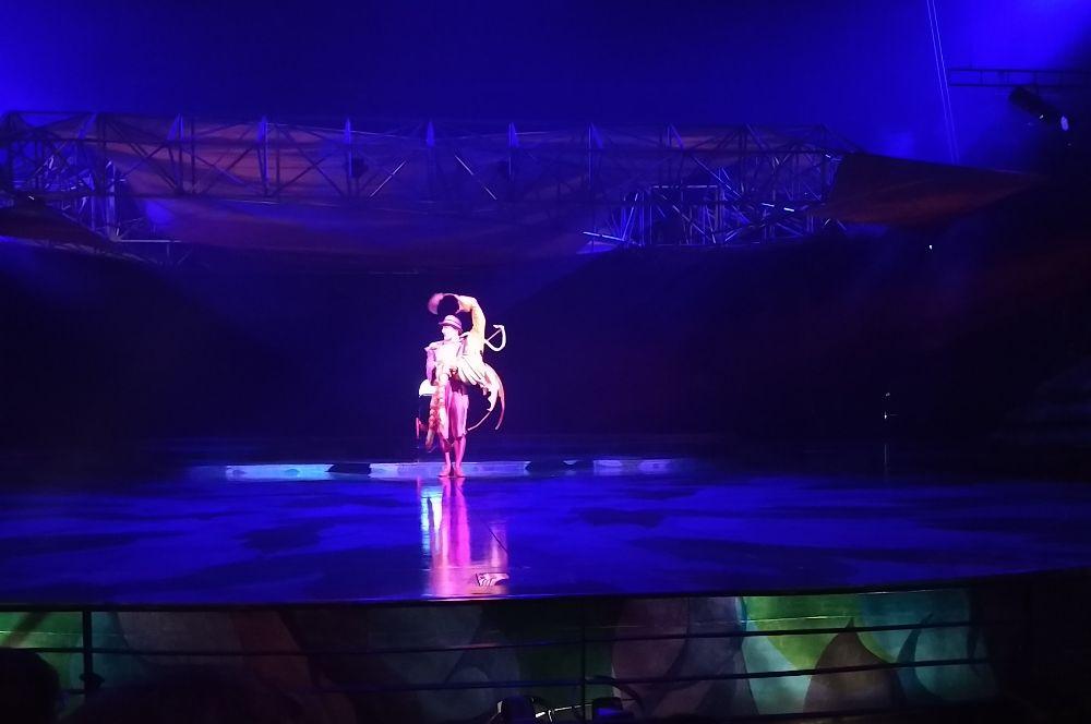 Ansager in der Cirque du Soleil Show Mystere Las Vegas