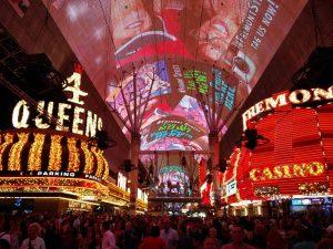 Die LED-Show und Zip Lining auf der Fremont Street (Las Vegas Downtown – Auf der Fremont Street)