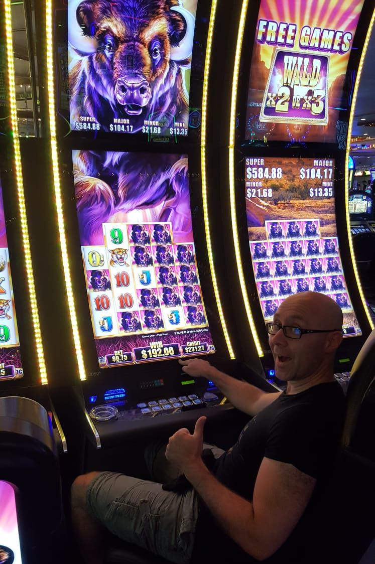 Gewinn am Buffalo Automaten im Four Queens Las Vegas