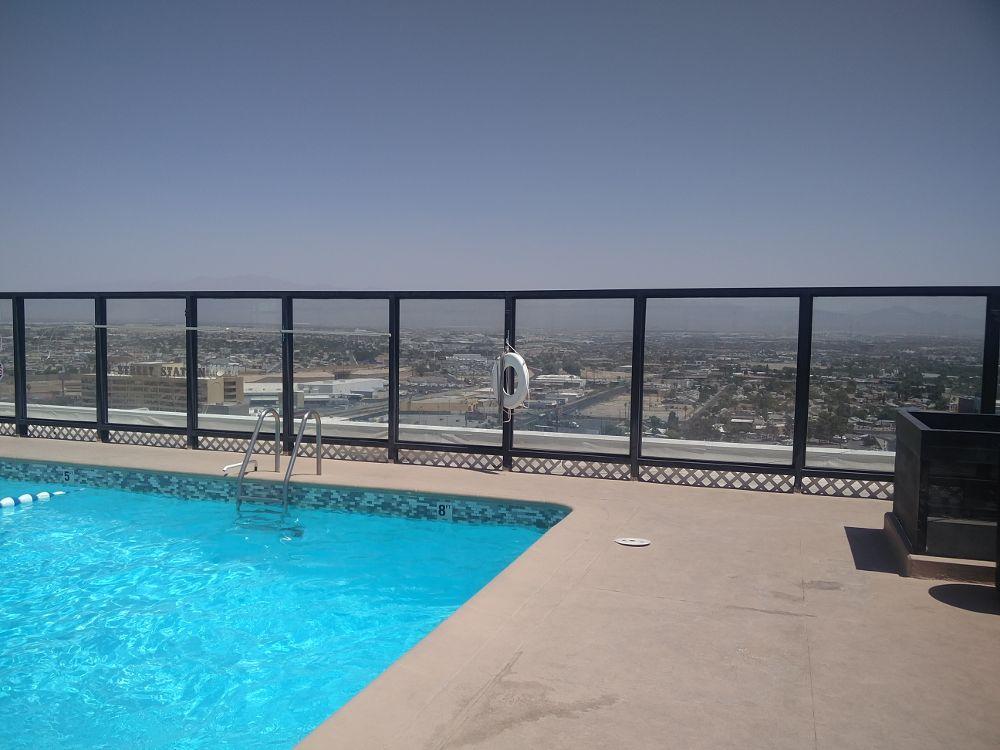 Pool auf dem Dach vom Binions in Las Vegas