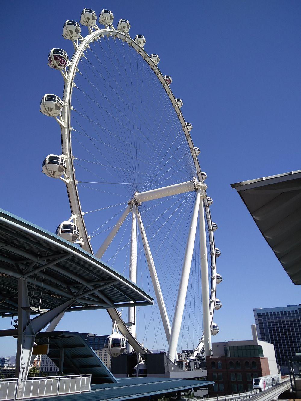 Riesenrad bei der Monorail Station in Las Vegas